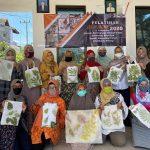 Dosen PWK memberikan Pelatihan Ecoprinting untuk Warga Perum Griyashanta Malang