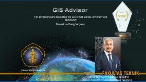 Melalui acara Esri Indonesia GIS Award for Education Fakultas Teknik menerima dua penghargaan, GIS Advisor dan GIS Influencer Award