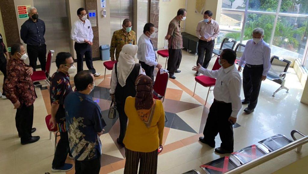 Rektor Menilik Ruang Ujian di Fakultas Teknik